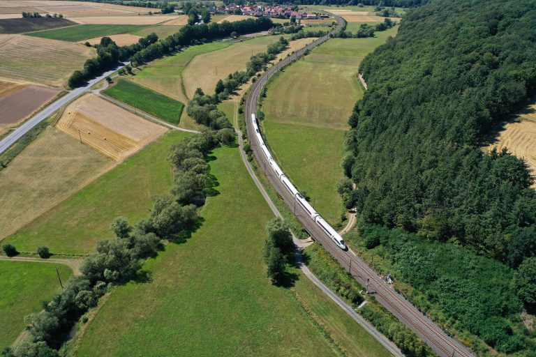 Integrated Report: DB publishes key sustainability figures
